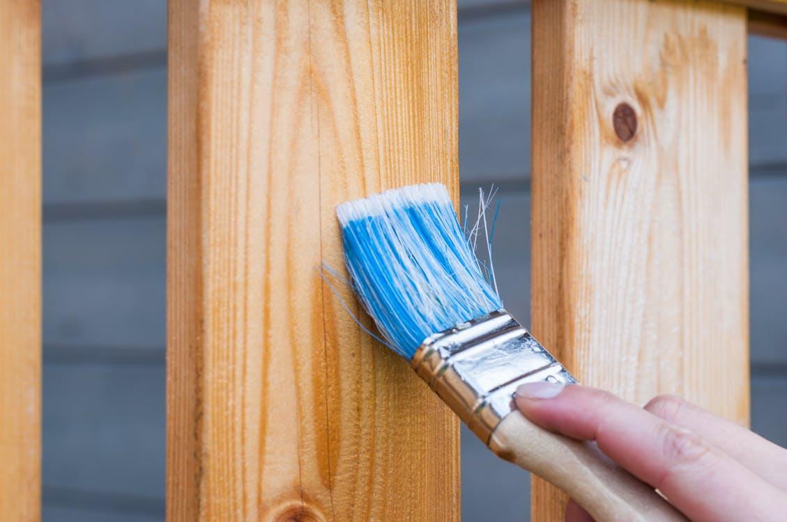 ¿Cómo proteger la madera exterior de tu casa?