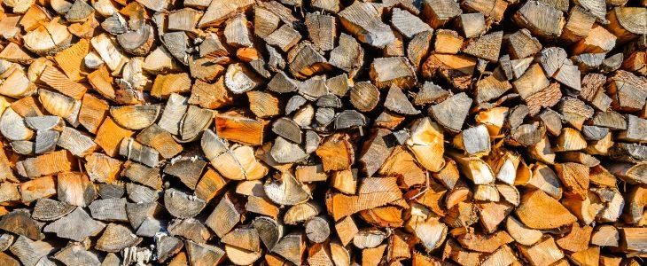 Leña cortada para caldera de biomasa